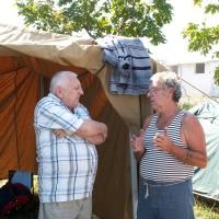Сопка Героев, г.Крымск. UD6A, покой нам только снится. Валерий UA6BA (слева) из г.Крымска и Александр R6AS обсуждают план работы в эфире.